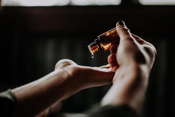 7 Essential Oils for Insomnia and Better Sleep - Cover